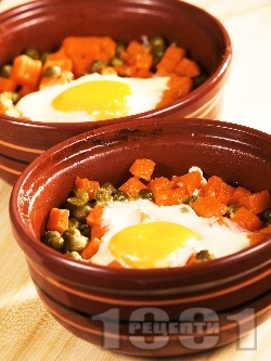 Постни гювечета с тиква, грах, сирене, кашкавал и яйца на фурна - снимка на рецептата